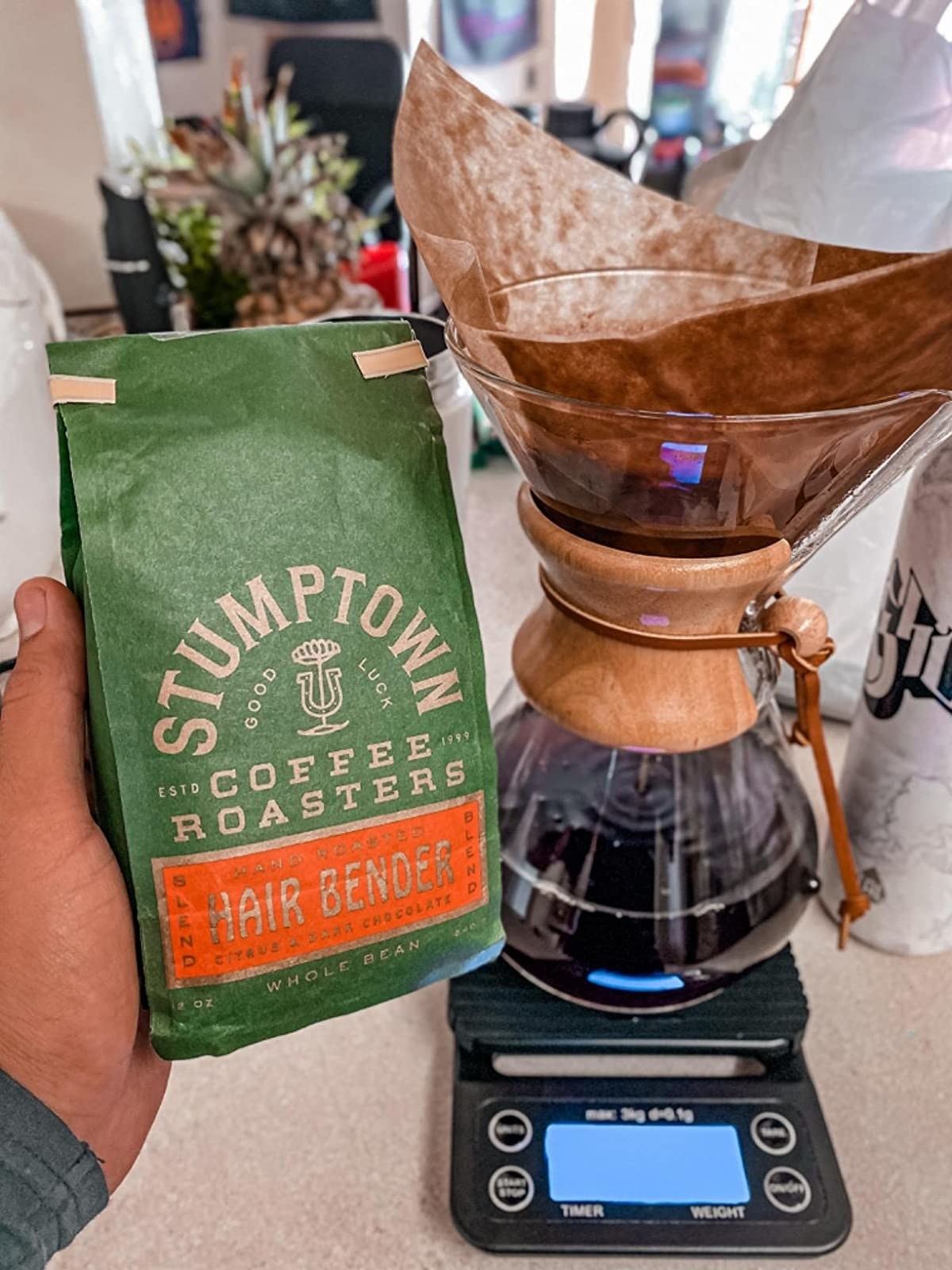 reviewer's photo of the scale weighing a Chemex full of coffee
