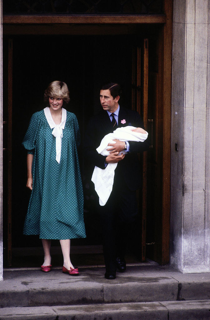 Diana wears a very 80s maternity dress as she and Charles carry William out of the hospital