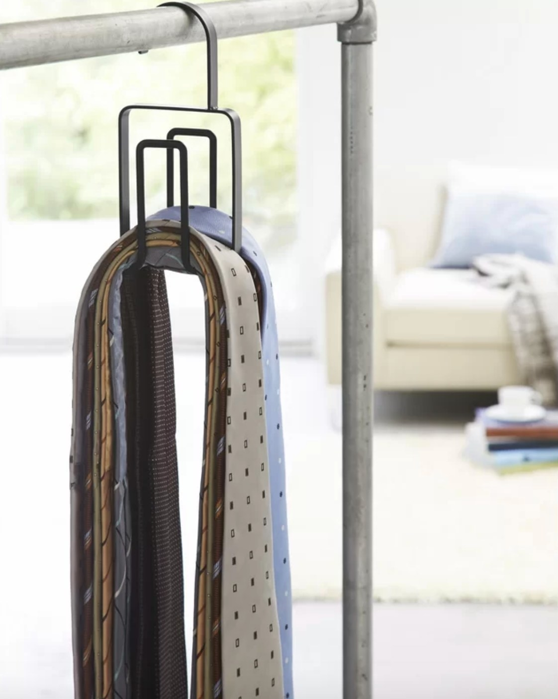 The two-tier tie hanging organizer