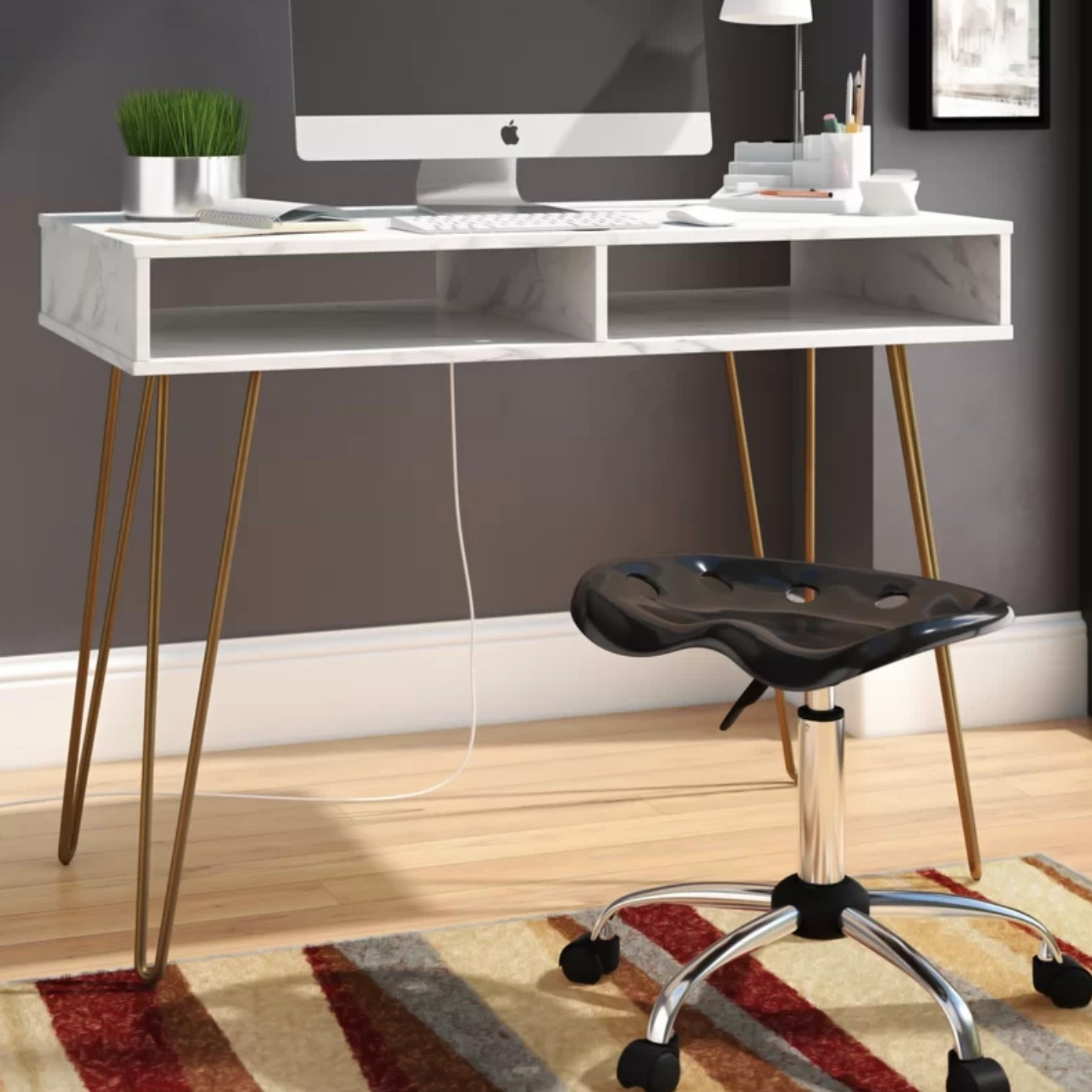 The writing desk in white marble