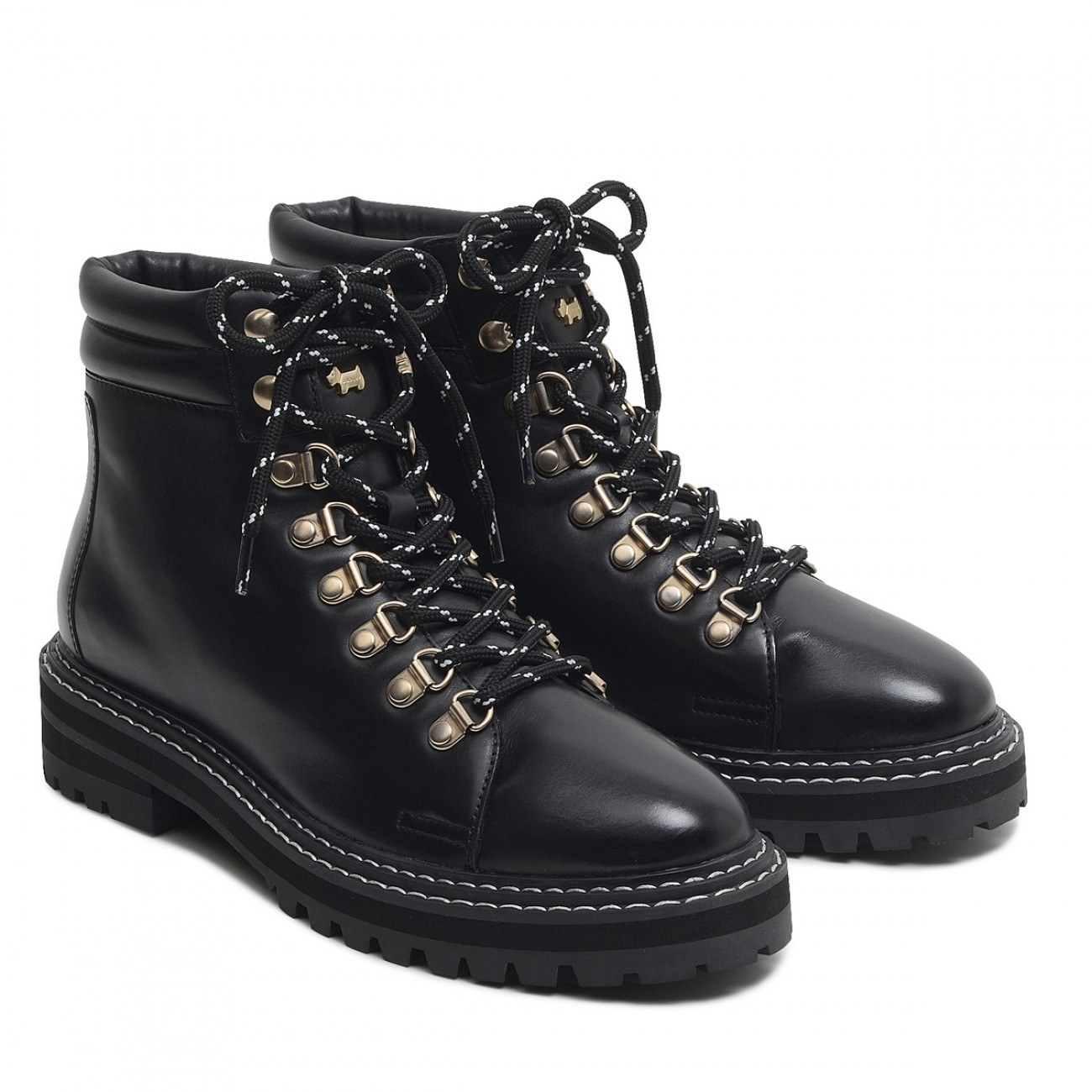 the lace-up boots in black