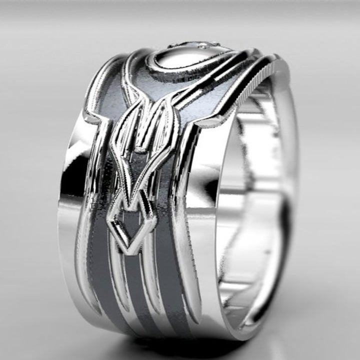 A profile view of the ring to show off the geometric etchings on the band