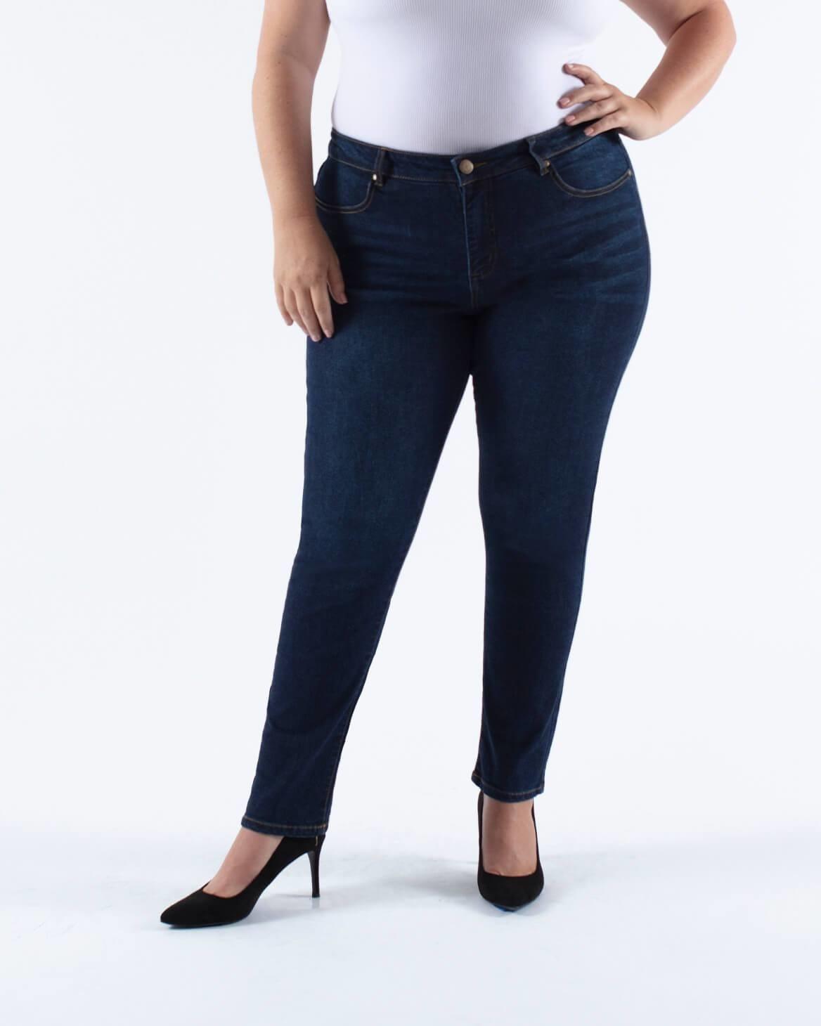 model wearing dark wash skinny jeans