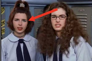 arrow pointing to lilly from the princess diaries