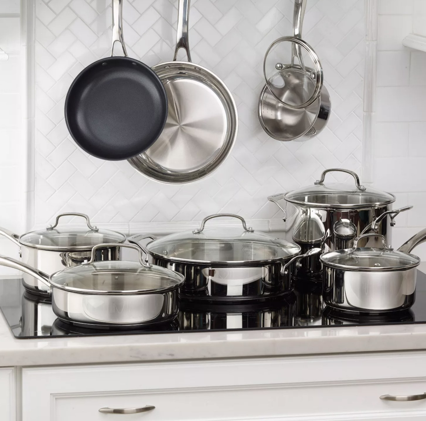 The stainless steel cookware set