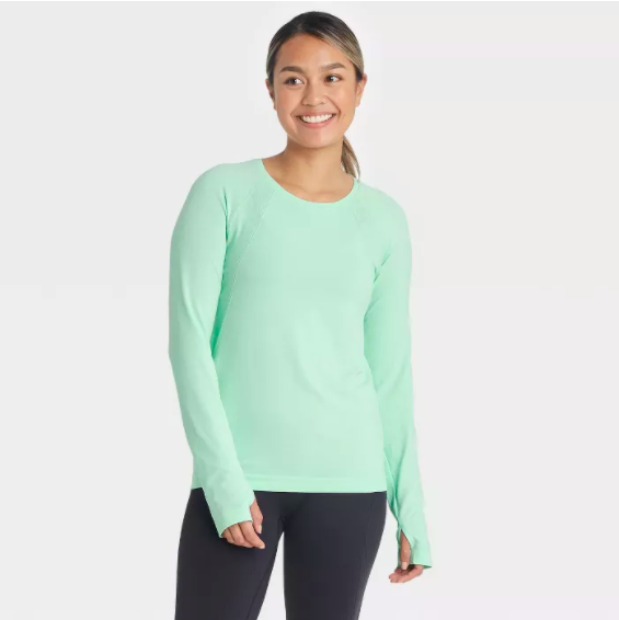 a model wearing the seamless shirt in mint
