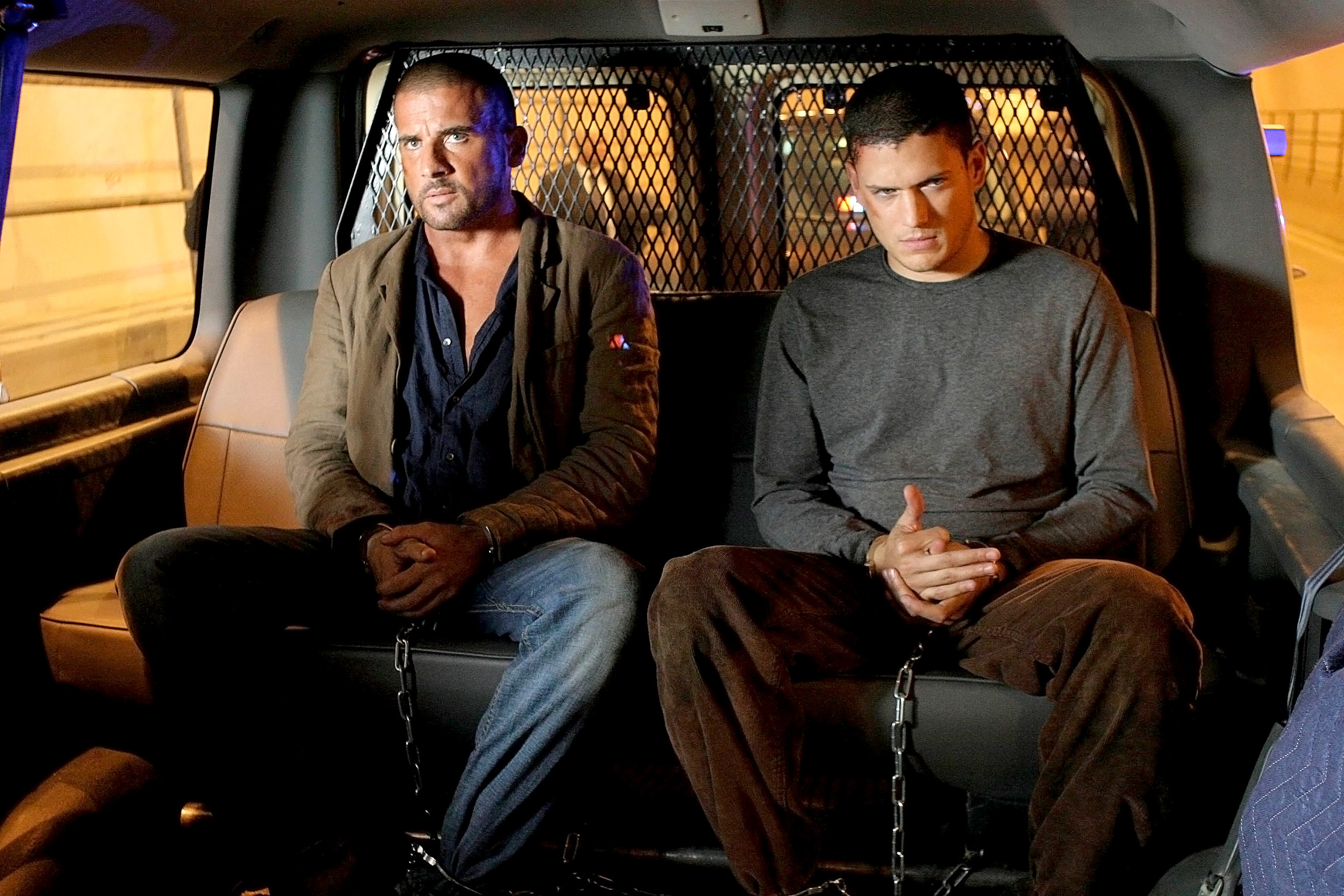 Michael and Lincoln in a prison van