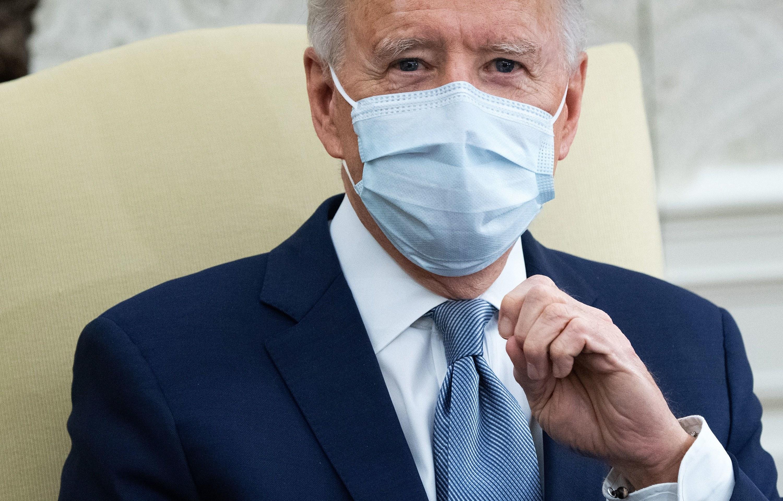 Joe Biden wears a face mask