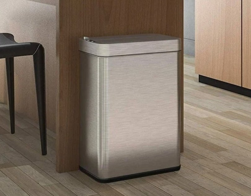 The sensor trash can in stainless steel