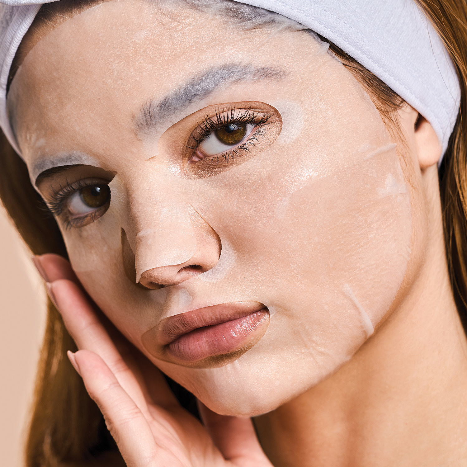 Model wearing the face mask