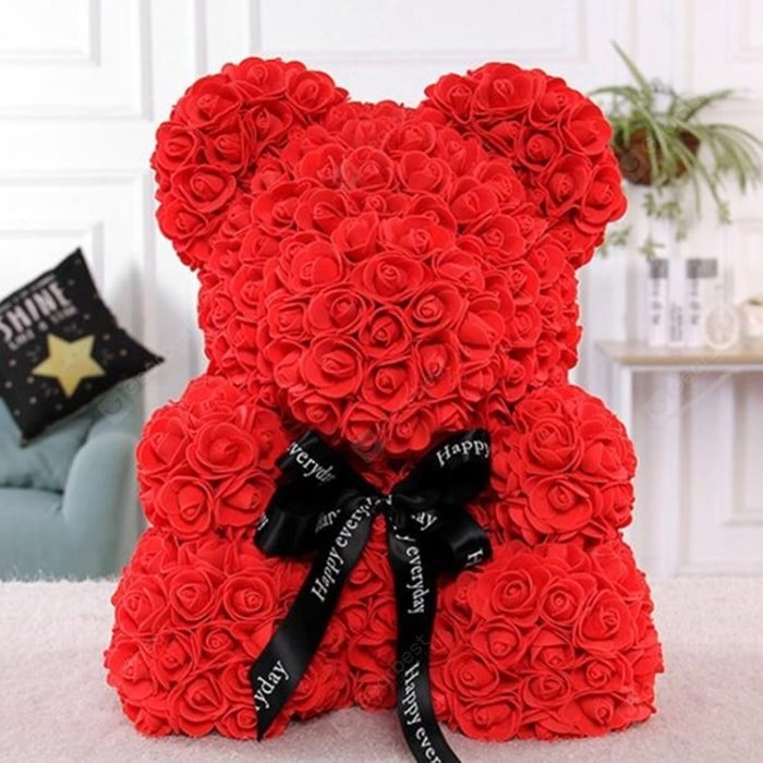 the teddy bear with red roses