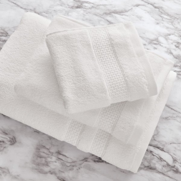 the towel set in white