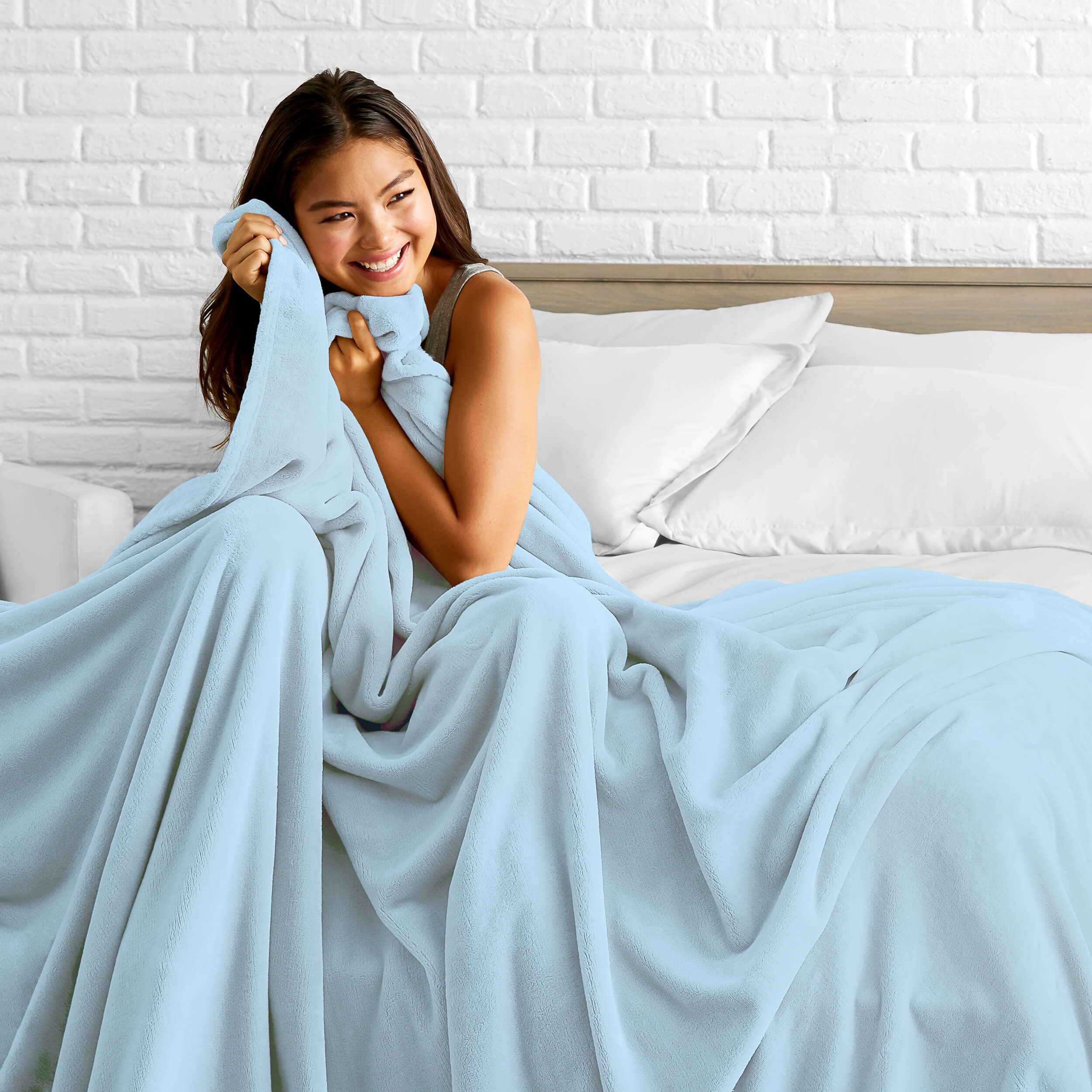 the blanket in blue with a model sitting in it