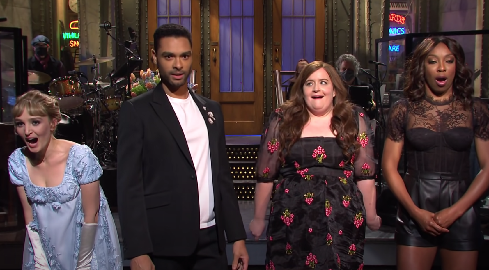 Three of SNL's female cast members gasping