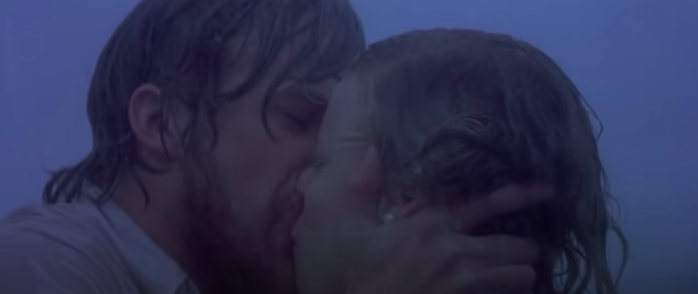 Noah and Allie kissing