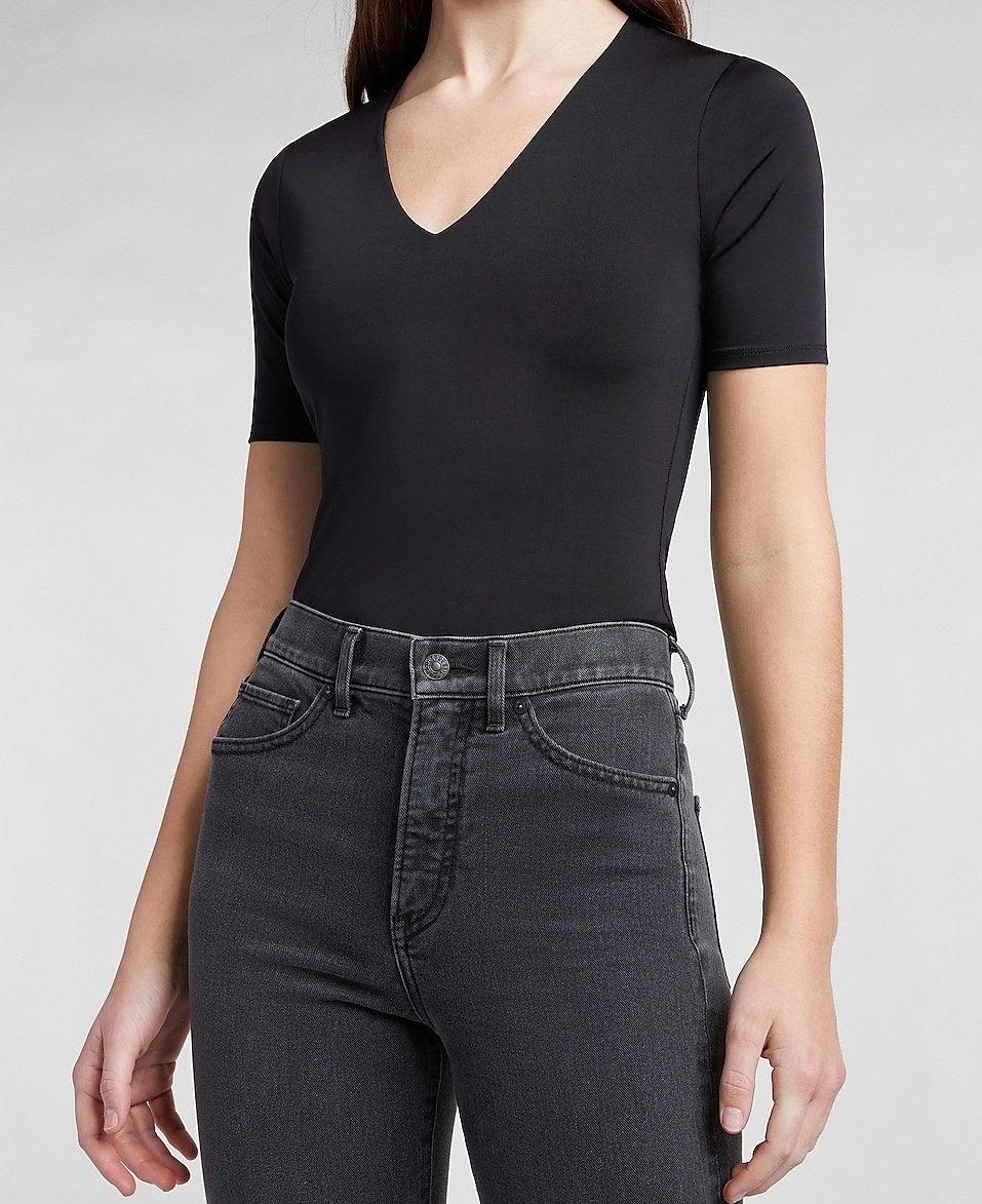 model wearing the tee in black