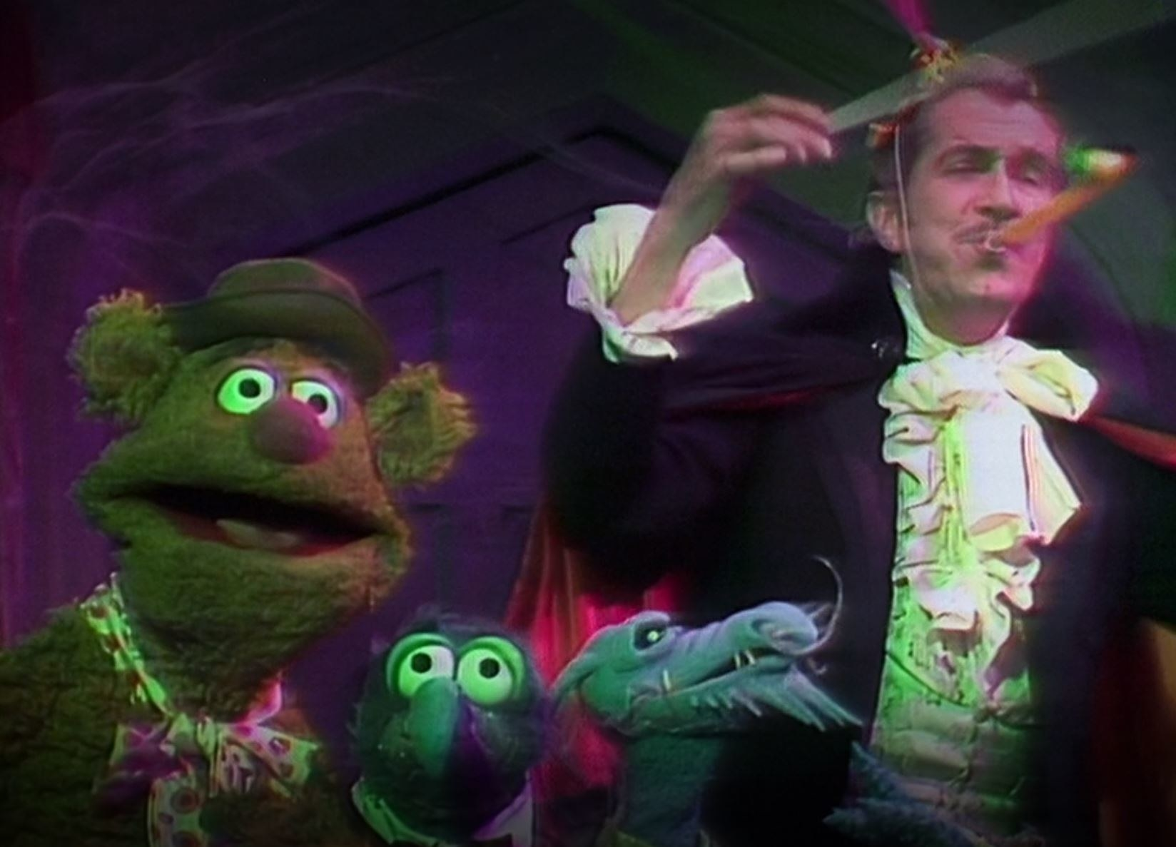 Vincent Price and Uncle Deadly horrify Gonzo and Fozzie