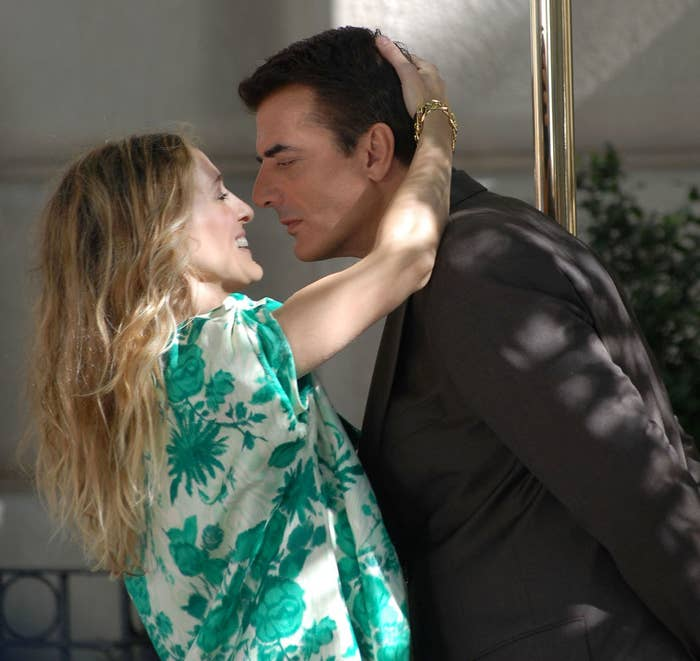 Chris Noth and Sarah Jessica Parker leaning in for a kiss as they film a scener Sex and The City: The Movie in 2007
