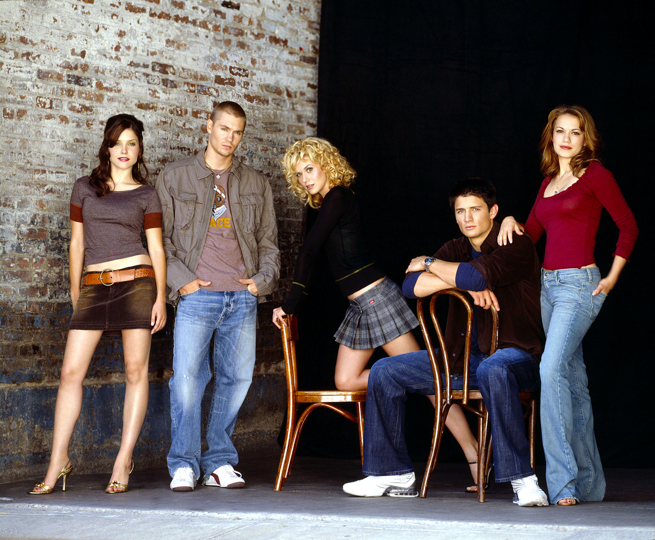 Brooke, Lucas, Peyton, Nathan, and Haley in an early promo shot
