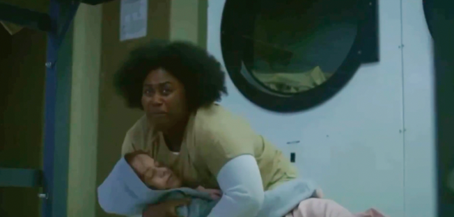 Taystee finding Pennsatucky's body and crying while holding her.