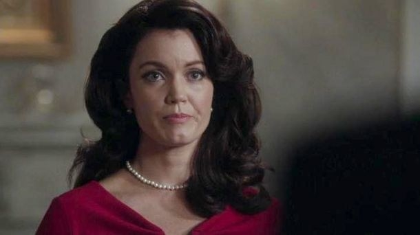 Mellie looking at someone offscreen