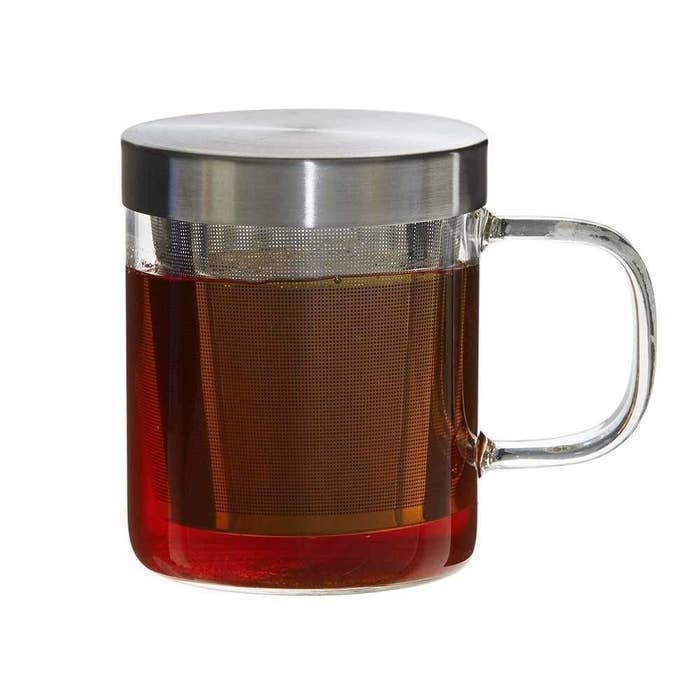A grey tea infuser mug with tea in it