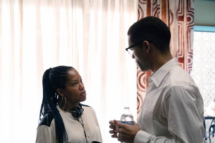 Regina King directing Kingsley Ben-Adir in the film One Night in Miami