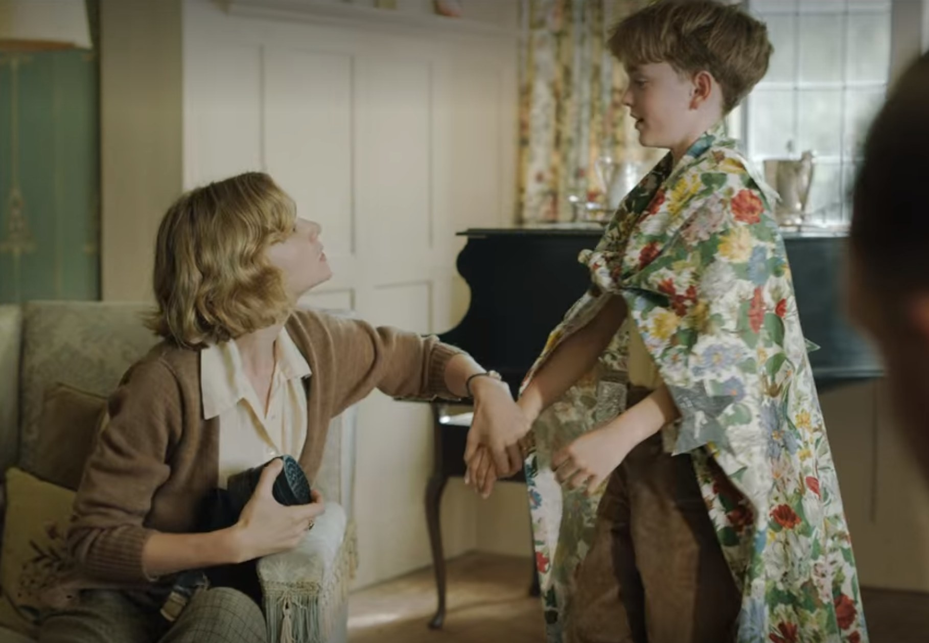 Still from The Dig: Robert and Mrs. Pretty in living room
