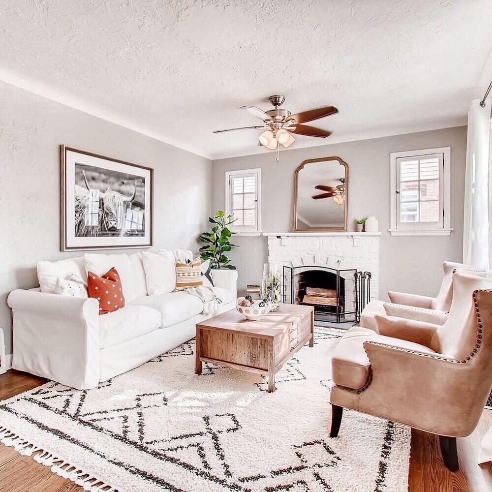 The tasseled beige area rug in a living room