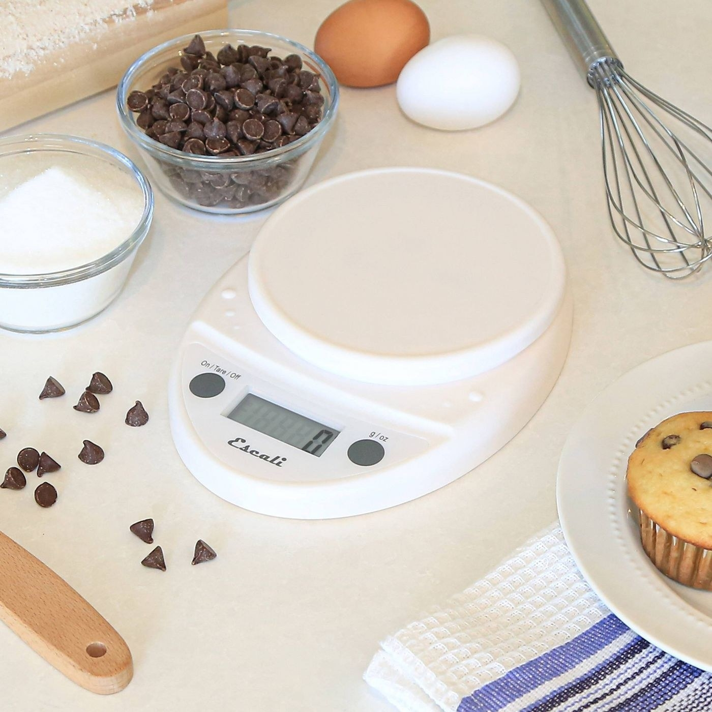 A white scale for cooking and baking