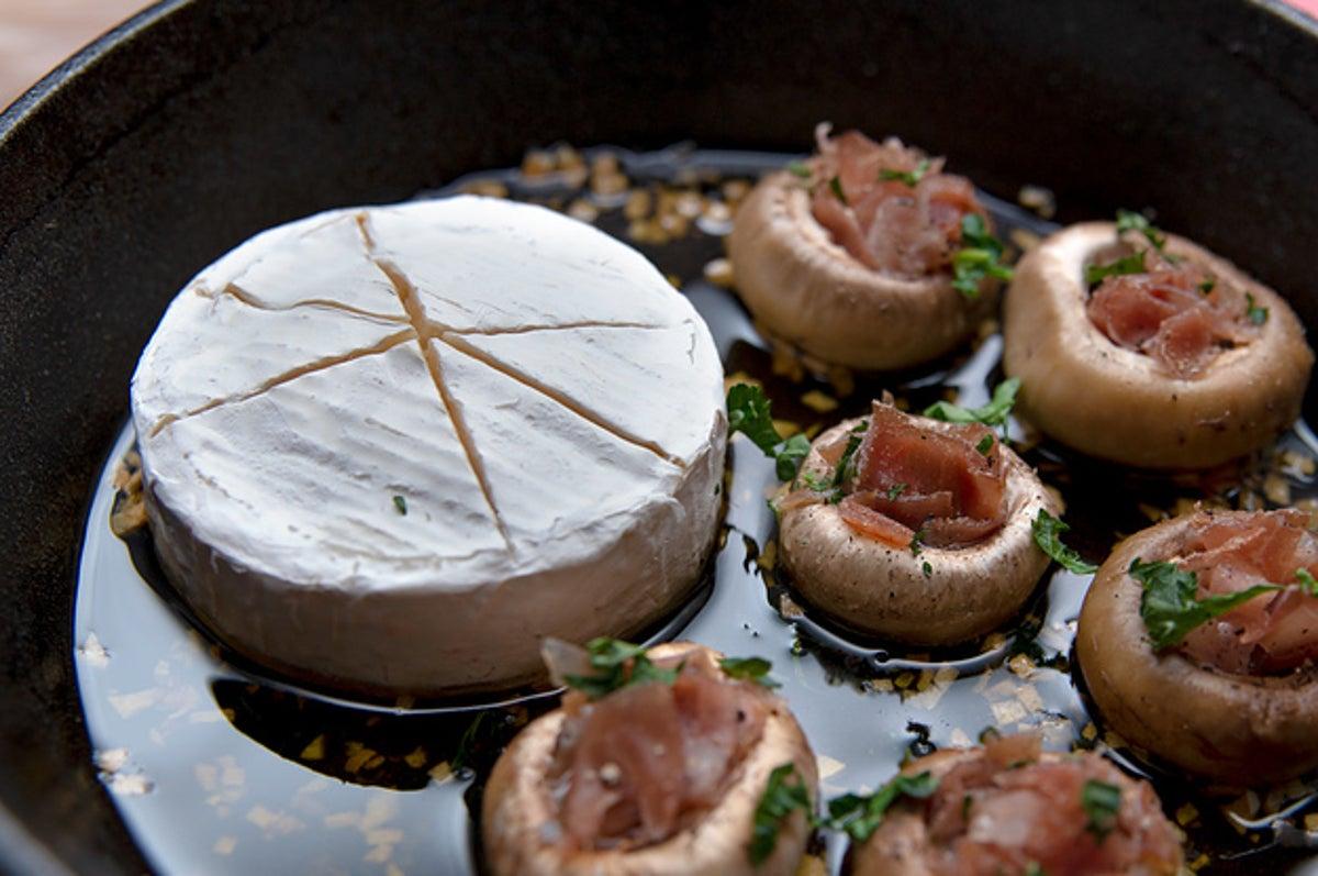 カマンベール チーズ の アヒージョ