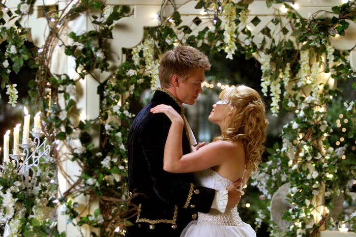 Chad Michael Murray and Hilary Duff dancing together
