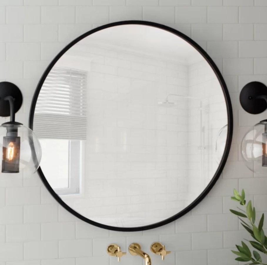 Round mirror with black border