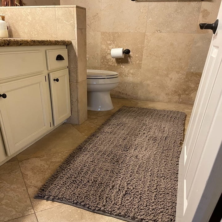 reviewer image of the extra long camel yimobra shaggy bath mat in a customer's bathroom