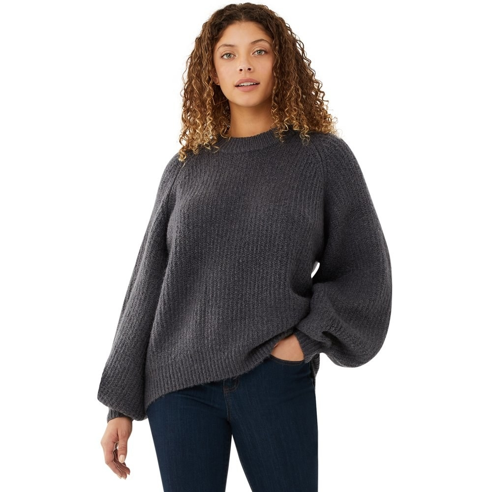 Model in balloon sleeve sweater