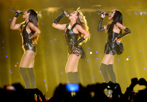 Beyonce, Kelly and Michelle dancing and singing on stage