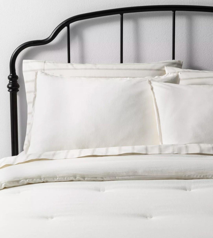 The linen comforter set
