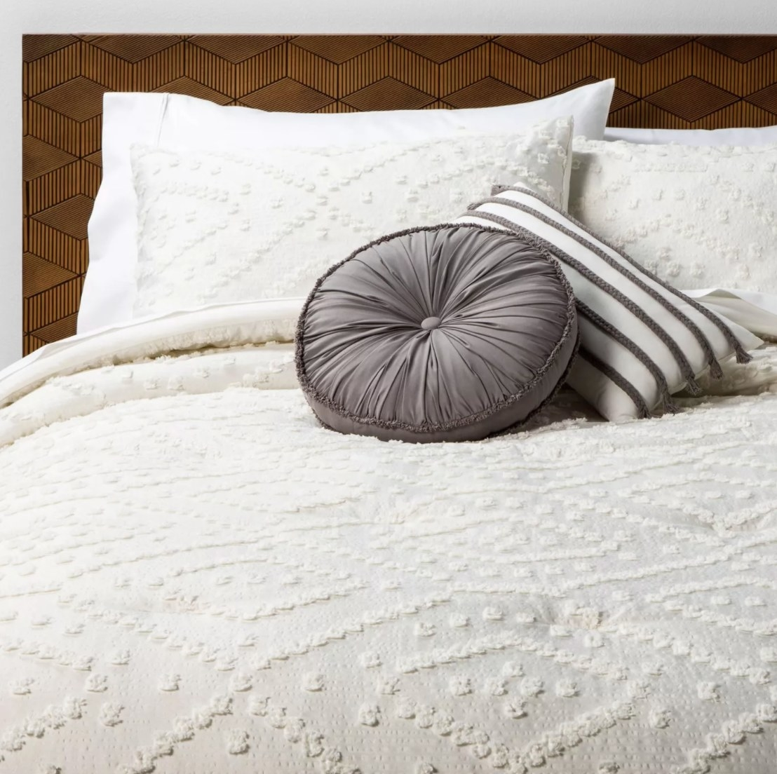 The tufted chenille comforter