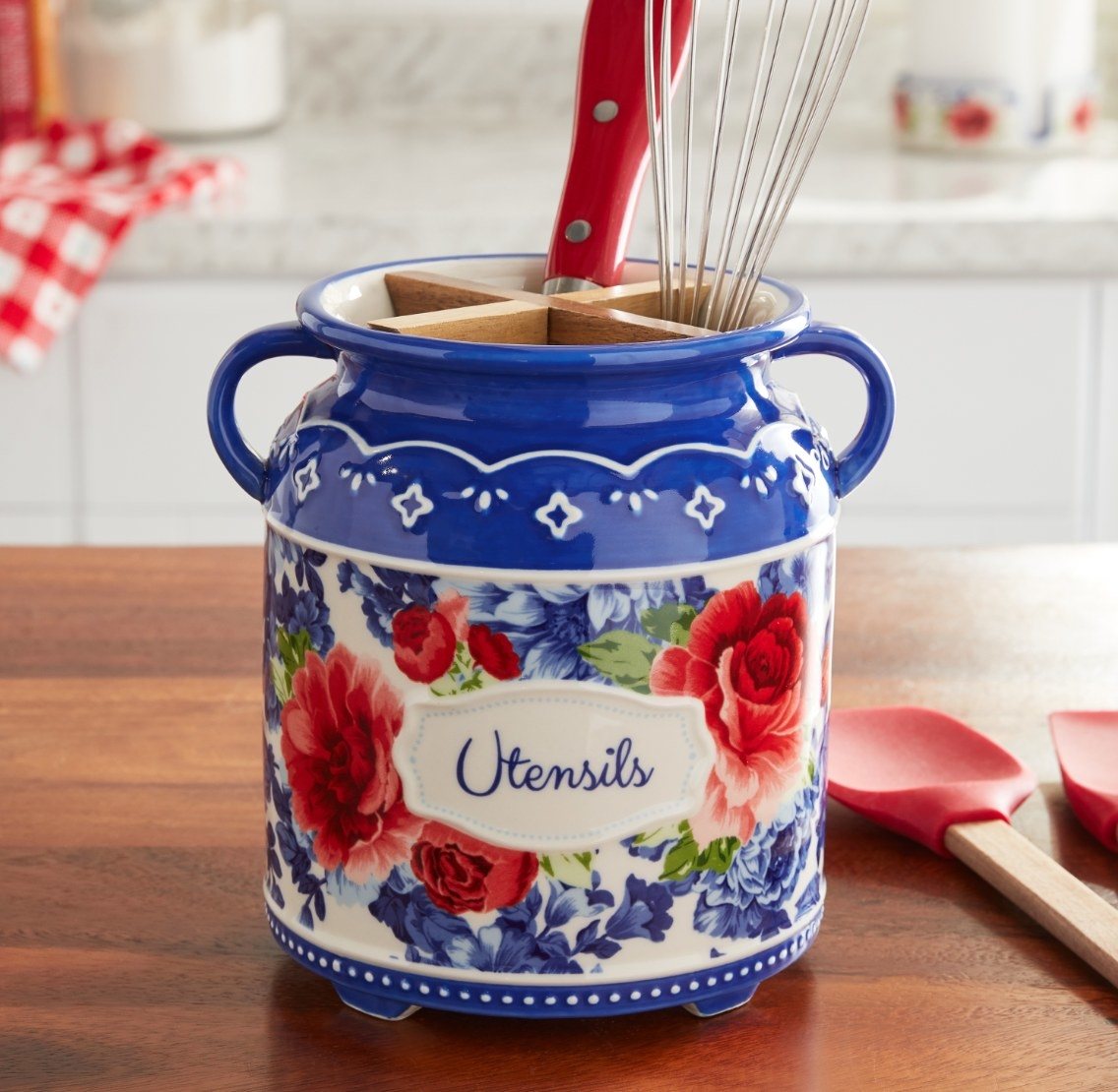 The utensil holder in blue