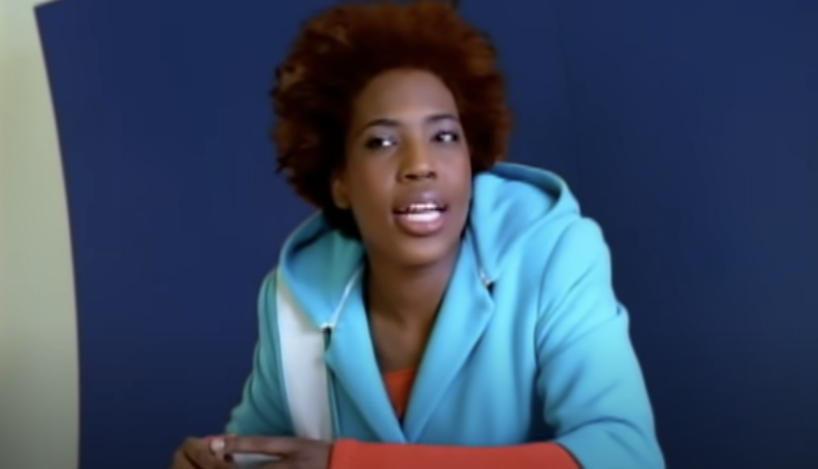 """Macy Gray sitting at a table and singing in the """"I Try"""" music video"""