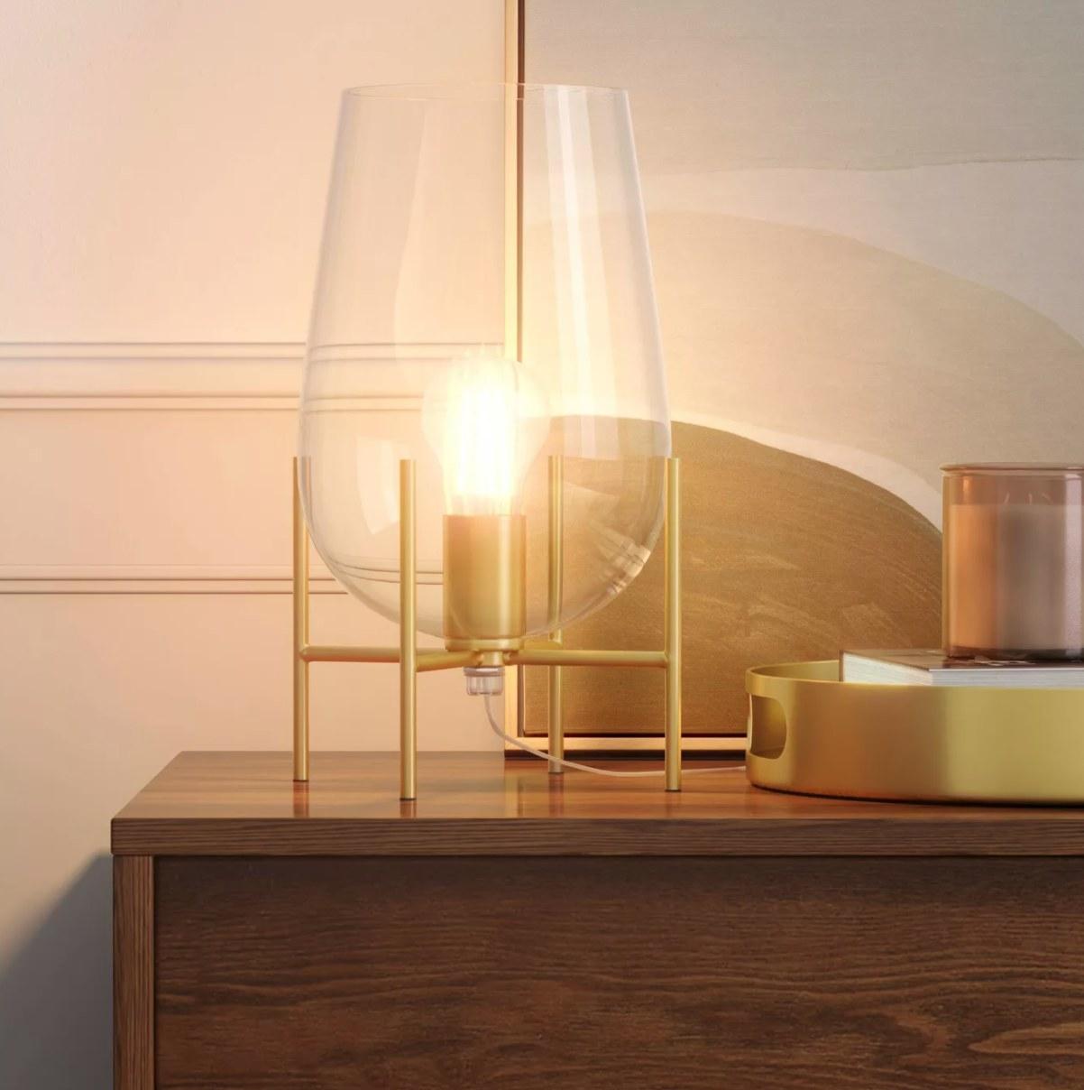 The pedestal lamp