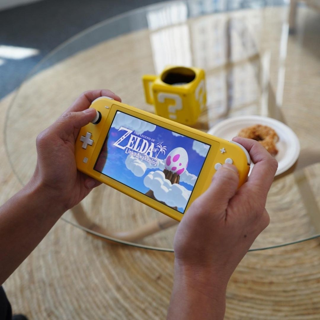 a model using a yellow switch to play zelda link's awakening