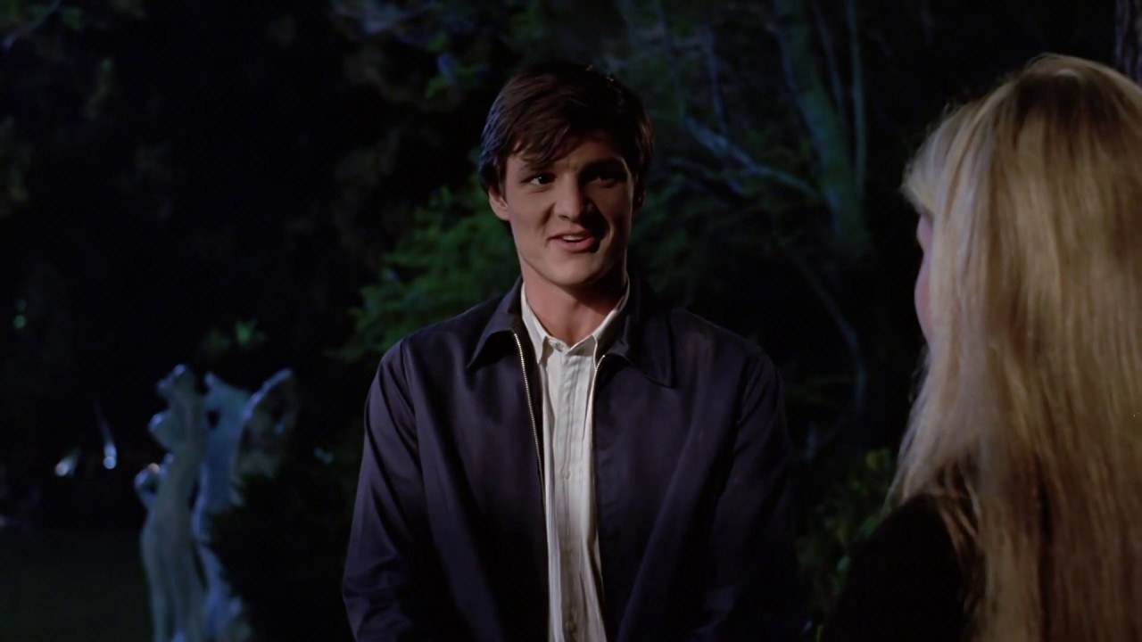 Screenshot Pedro Pascal talking to Sarah Michelle Gellar in a outside nighttime scene.