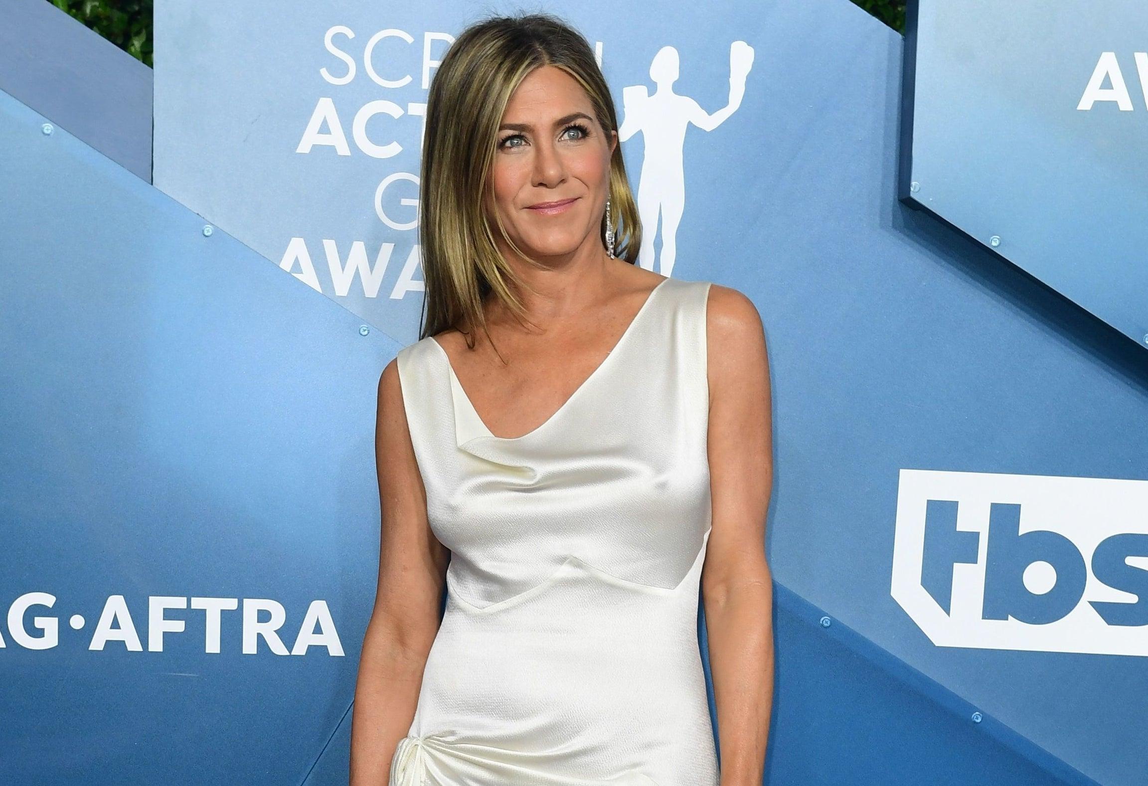Jennifer Aniston poses on a red carpet