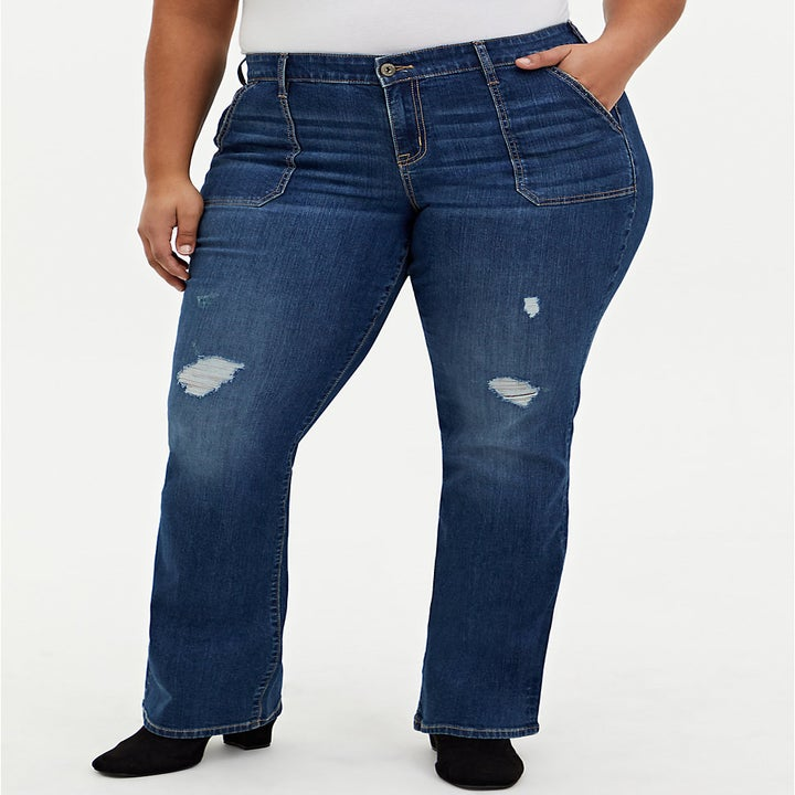model wearing the blue high waisted jeans