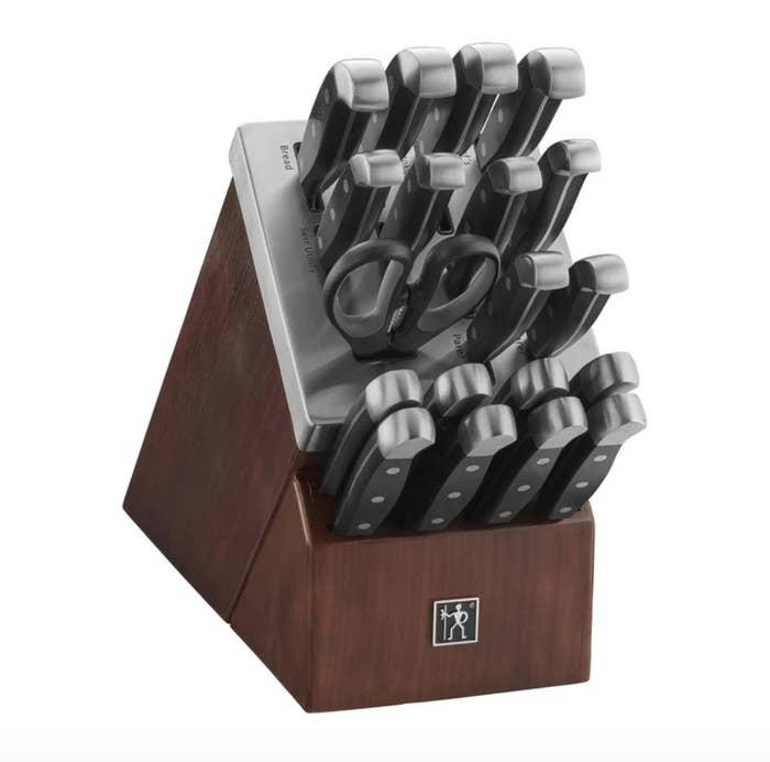 The self-sharpening knife block set