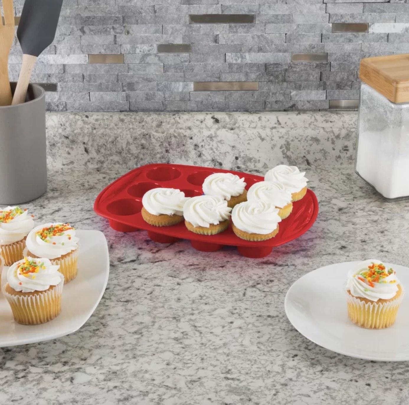 The 18 piece nonstick bakeware set