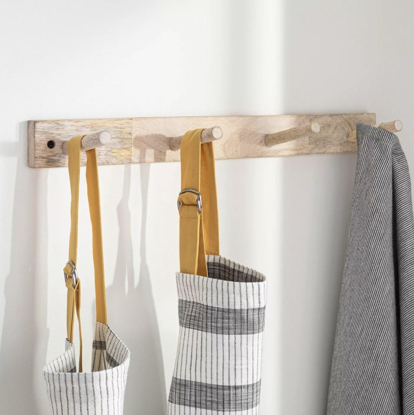 A four-peg wall hook