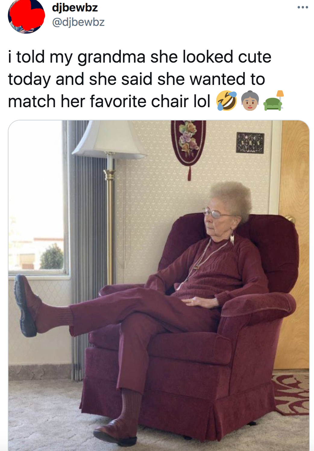 tweet of a grandma who wanted to match her couch so she wore a similar colored outfit
