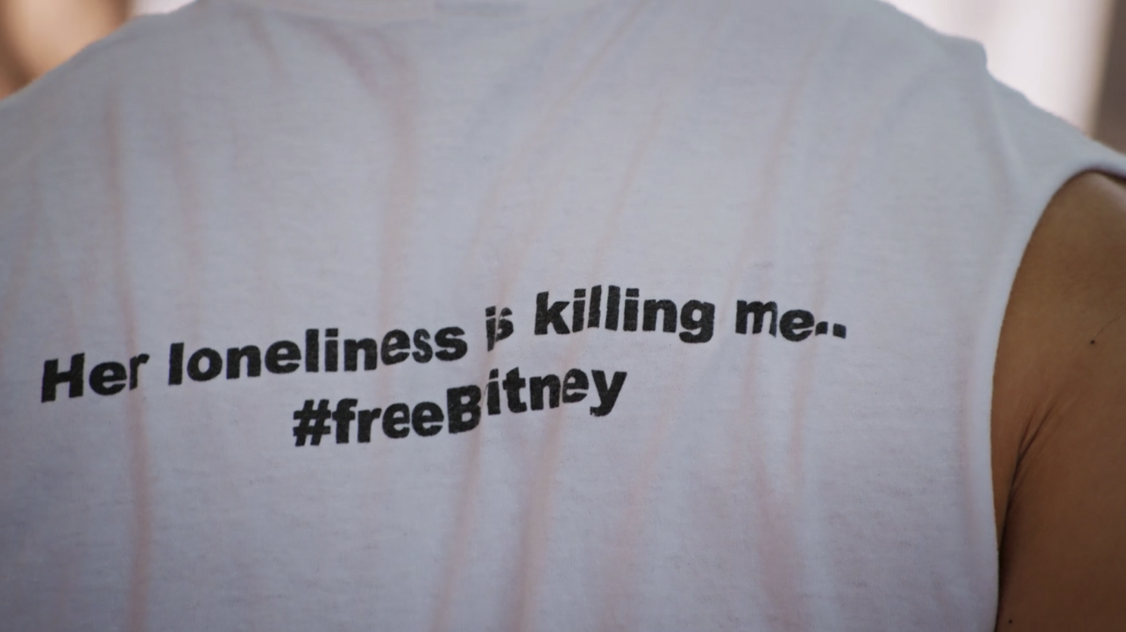 """A T-shirt that reads """"Her loneliness is killing me...#Free Britney"""""""